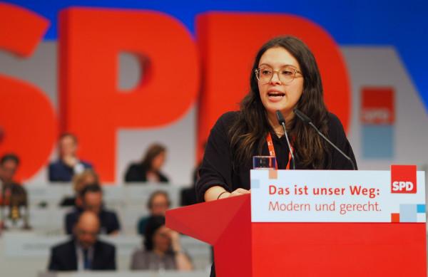 Delara Burkhardt spricht auf dem Bundesparteitag
